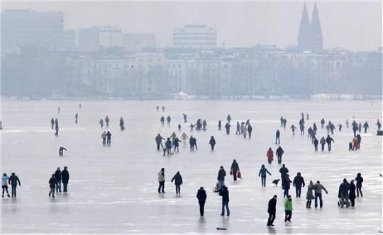 zugefrorene Außenalster Januar 2010