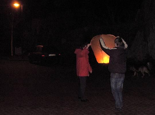 19.12.2008: Start einer Himmelslaterne