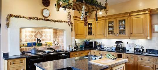Ian Andersons Herrengut Braydon Hall in Wiltshire: Küchenzeile