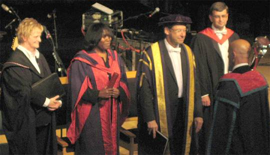 Joan Armatrading: Doktorat 28. Juni 2008 an der Royal Scottish Academy of Music and Drama, Glasgow (Honorary Doctorate Music)