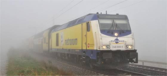 Metronom-Zug im Nebel