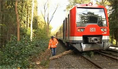 Orkantief 'Christian' legt Bahnverkehr im Norden lahm