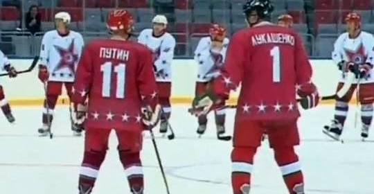 Teamplayer und alte Kumpel: Autokrat Putin und Europas letzter Diktator Lukaschenko in einem Eishockey-Team (Путин и Лукашенко)