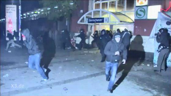 Hamburg – S-Bahn-Station Sternschanze: Polizei jagt Autonome