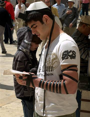 Tefillin – Gebetsriemen der Juden