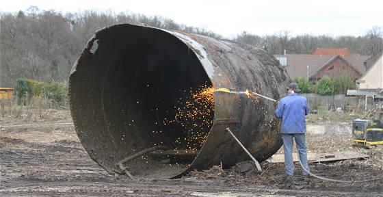 Entsorgung eines im Erdreich vergrabenen Tanks - © K.B./Tostedt