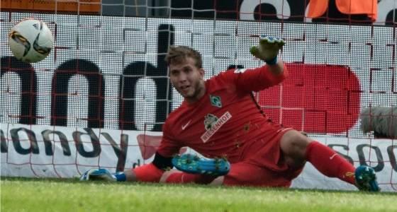 Felix Wiedwald (SV Werder Bremen) hält und hält und hält …