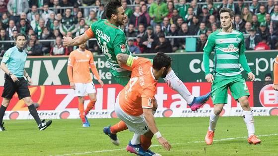 Saison 2016/2017 – 23. Spieltag SV Werder – SV Darmstadt 98 2:0 – Pizarro fällt im Strafraum