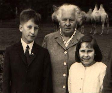 Kölner Zoo, August 1965 – Hein (Willi) mit U. und Großmutter