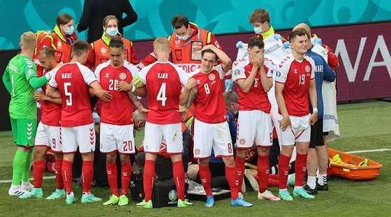 Euro 2020: Eriksens Mitspieler schirmen den kollabierten Spieler ab