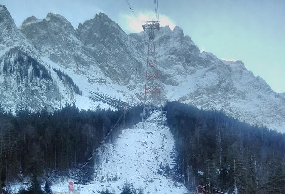 Einzige Seilbahnstütze mit 127 m der neuen Seilbahn Zugspitze © Jan Albin