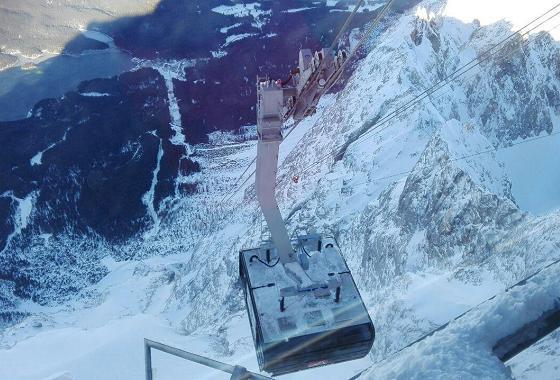 Ankunft der Gondel (120 Personen) der neuen Seilbahn Zugspitze in der Bergstation © Lukas Albin