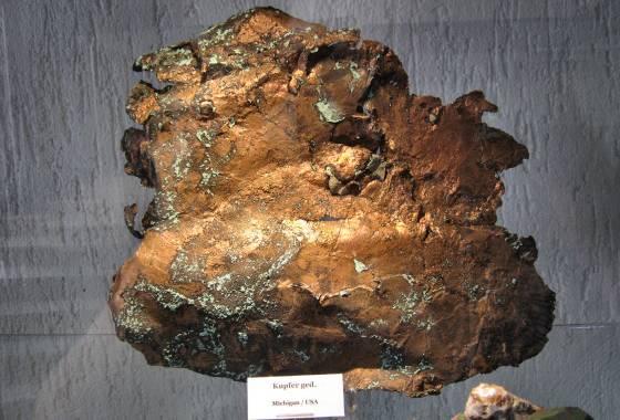 Kupfer (gediegen, also rein)