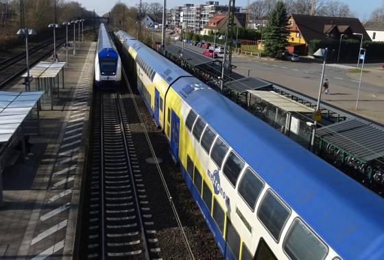 Bahnhof Tostedt: Einfahrt der Metronom-Züge (Bremen-Hamburg)