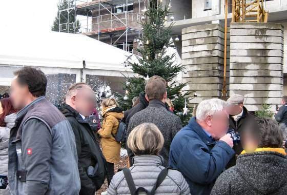 Feier des weihnachtlichen Richtfestes - 'Am Bahnhof 9/9a' in Tostedt