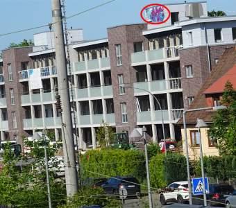 'Am Bahnhof 9/9a' in Tostedt: Stadthäuser mit Graffito