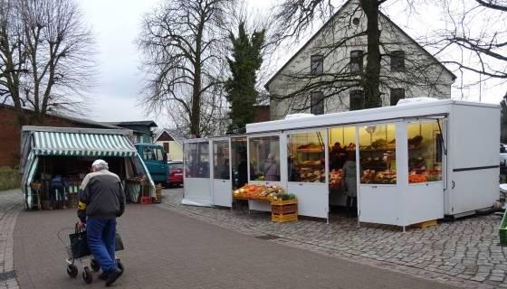 Wochenmarkt in Tostedt: Apfel- bzw. Obst- und Gemüsehändler 'unseres Vertrauens'