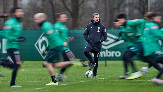 Trainer Kohfeld mit den Werder-Spielern: Wenn alles schief geht