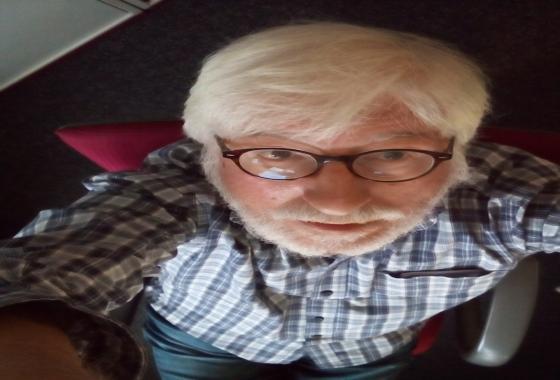 Willi streckt sich nach der Decke – noch 7 Tage bis zur Rente