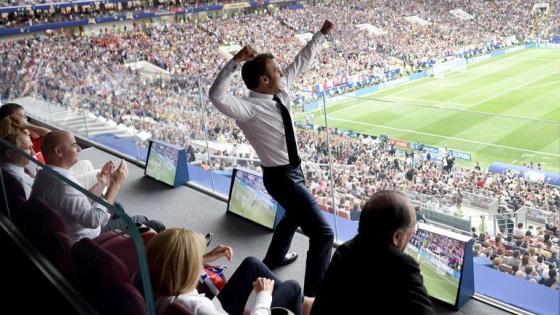 Frankreichs Staatspräsident Macron jubelt über ein Tor für die Franzosen im WM-Finale
